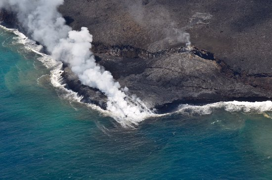 Blue Hawaiian Helicopters - Hilo: Lava meets ocean