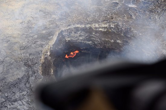Blue Hawaiian Helicopters - Hilo: Active Lava crater as seen from helicopter