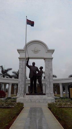 Mausoleum of Agostinho Neto : Statue of president Neto with a young boy