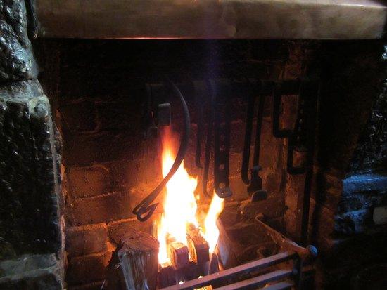 Athlone, İrlanda: Toasty peat fire....!!