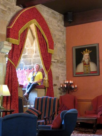 Langley Castle Restaurant: Loved the window seats at Langley Castle - Hexham - (06/Sept/17).
