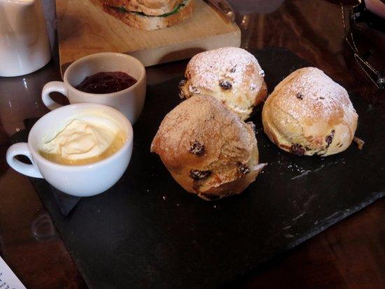 Langley Castle Restaurant: Warm scones and cream tea - Langley Castle - Hexham - (06/Sept/17).