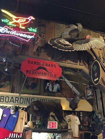 Handlebars Restaurant & Saloon: Decor-3