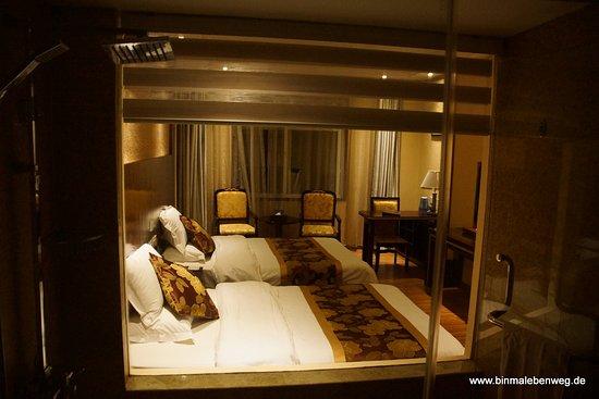 Shangri-la Old Town Hotel: Zimmer und Badezimmer schön groß und komfortabel