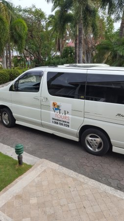 Antigua V.I.P. Tours : we love that the van had the name of the company on it.