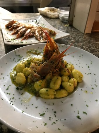 Ristorante ristorante 5 maggio in genova con cucina altre for Cucina 9 genova
