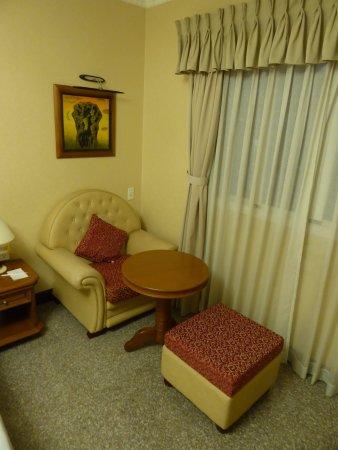 Sitzecke im Zimmer - May Hotel