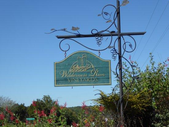 Wilderness Run Vineyards: Sign