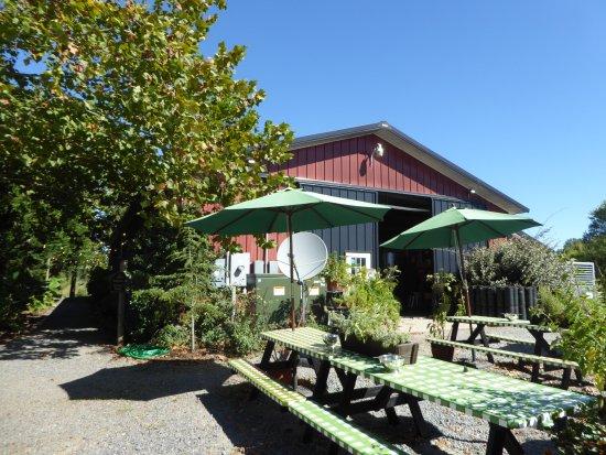 Wilderness Run Vineyards: Tasting Building