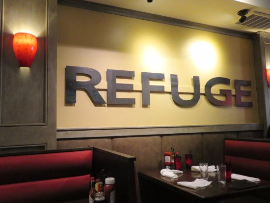 Menlo Park, CA: Nice decor and ambiance at The Refuge (20/Aug/17).