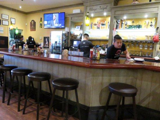 Full bar at The Refuge in Menlo Park, CA (20/Aug/17)..
