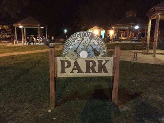 Mountain View, AR: Washington Street Park