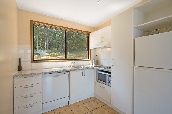 Quarantine Bay Beach Cottages: Kitchen with Dishwasher