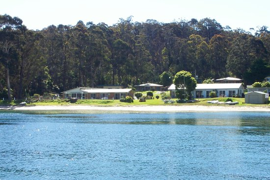 Quarantine Bay Beach Cottages, right on the beach!