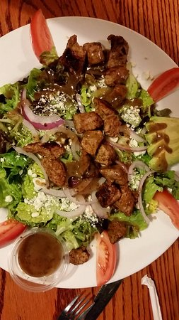 The Library Sports Grille & Brewery: Steak Salad