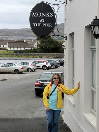 Cratloe, Ireland: Stop for lunch at Monks