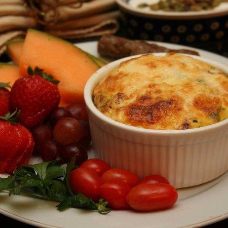 1777 Americana Inn Bed & Breakfast: Individual Hot Entree!