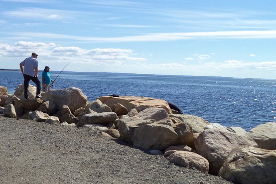 Mattapoisett, MA: Fishing from the rocks