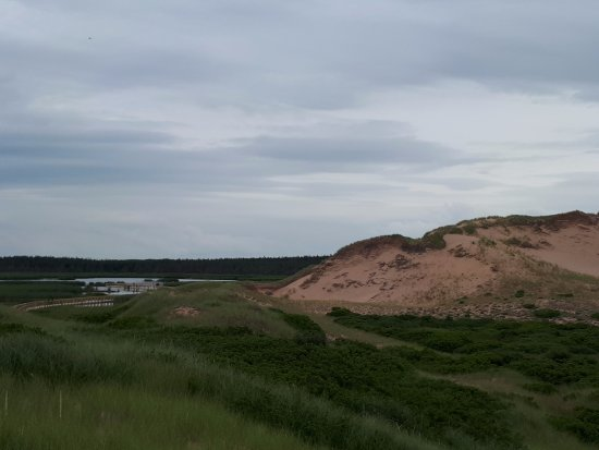 Saint Peters Bay, Kanada: The dunes and the pond we crossed earlier.