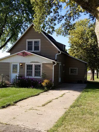 Waterville, KS: Rent the cottage.
