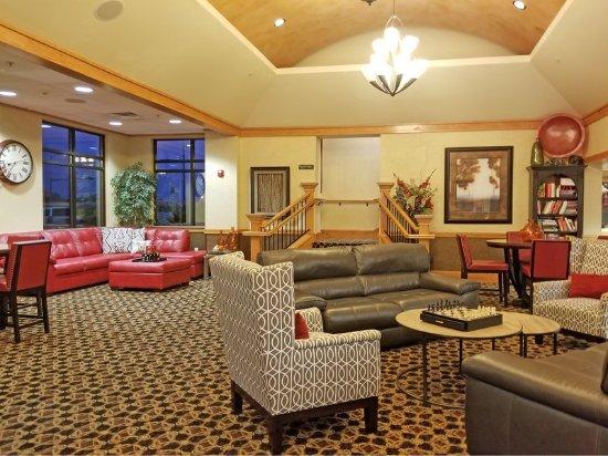Holiday Inn Kearney: Hotel Lobby