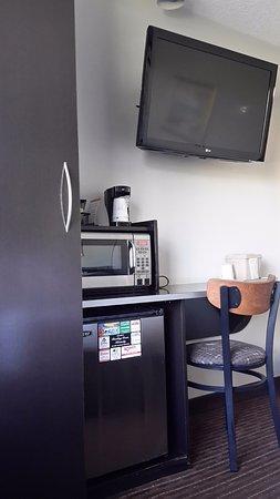Microtel Inn & Suites by Wyndham Bowling Green: microwave & mini fridge
