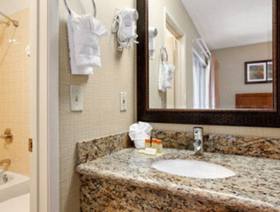 Days Inn and Suites Sea World: Bathroom