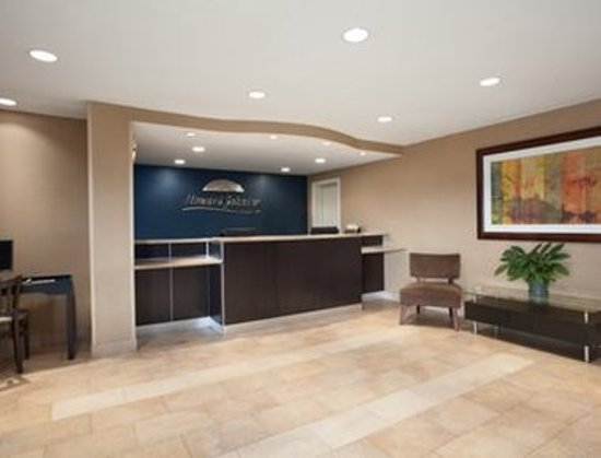 Howard Johnson by Wyndham San Diego Sea World : Lobby
