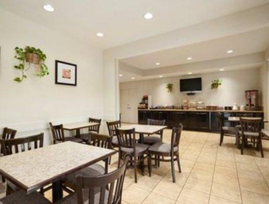 Howard Johnson Inn San Diego Sea World: Breakfast Area