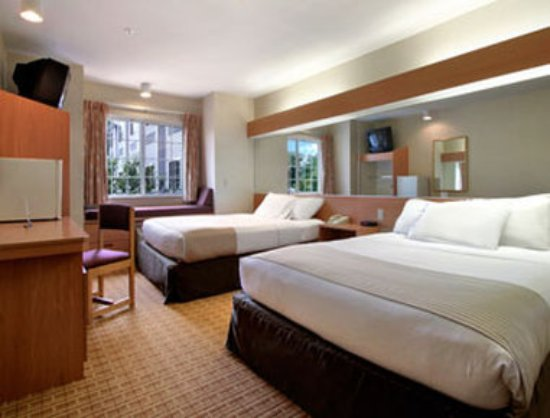 Microtel Inn & Suites by Wyndham West Chester: Standard Two Queen Bed Room