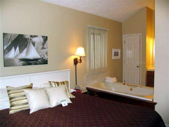 Pointes North Inn: Guest Room