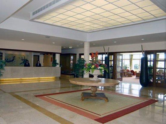 angra do heroismo chat rooms Structure description its privileged location in the town's main square allows angra garden hotel guests the possibility to enjoy the highlights of angra do heroismo, a unesco world heritage site.