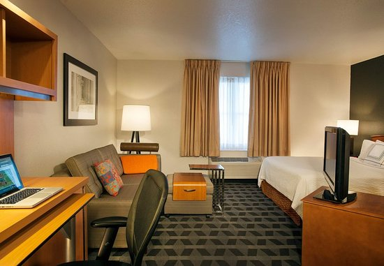towneplace suites dulles airport studio home office suite