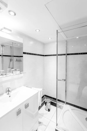 Royal Antibes Hotel, Residence, Beach & Spa: Bathroom- Deluxe Appartment city view