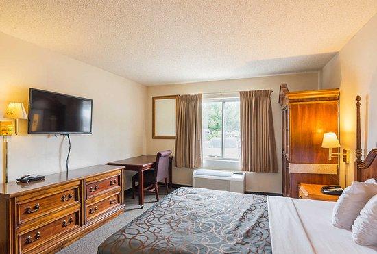 Rodeway Inn: Spacious guest room
