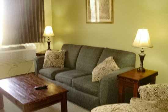 Quality Inn & Suites: Guest room with added amenities