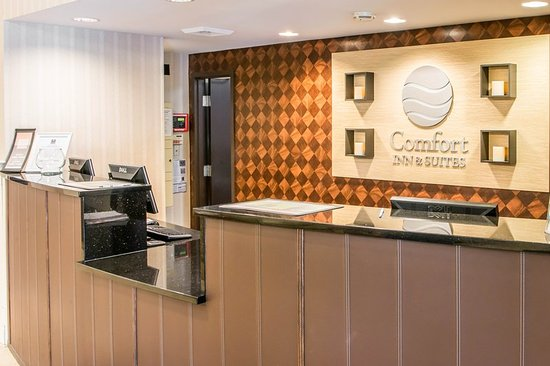 Comfort Inn & Suites Pittsburgh Allegheny Valley : Front Desk