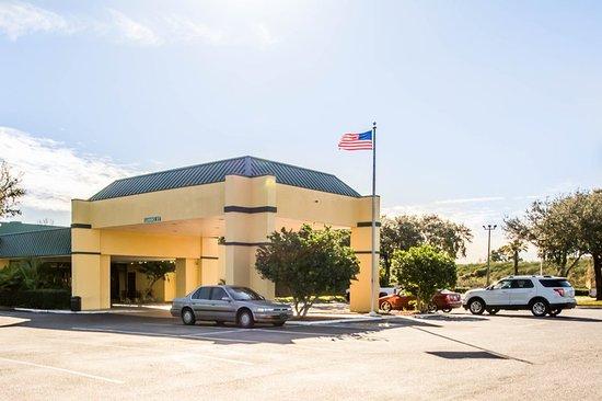 Quality Inn Conference Center: FLBExterior