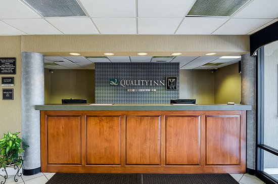 Quality Inn Troutville: Front Desk