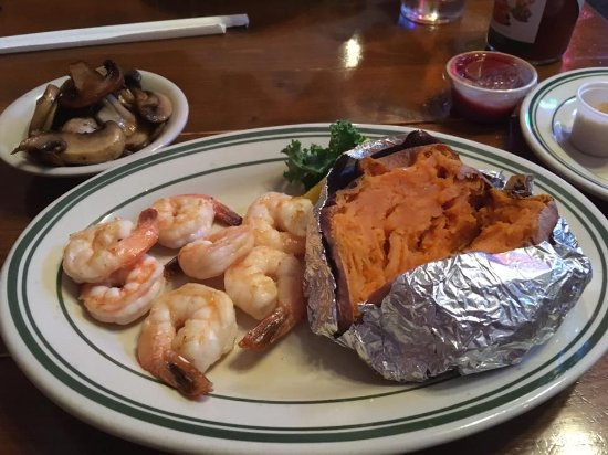 Marble Falls, Τέξας: Great! Shrimp juicy, great homemade sauce, buttery mushrooms, and creamy sweet potato.