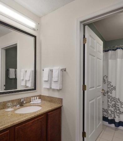 Residence Inn St. Louis Airport/Earth City: Suite Bathroom Vanity