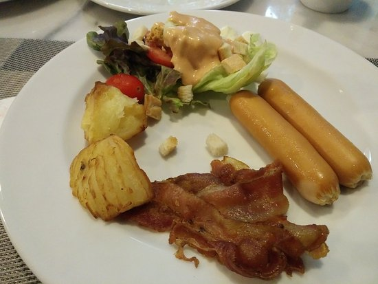 Aspen Suites Sukhumvit 2 by Compass Hospitality: Breakfast Day1