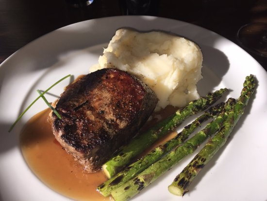 Roseburg, OR: filet Mignon with asparagus