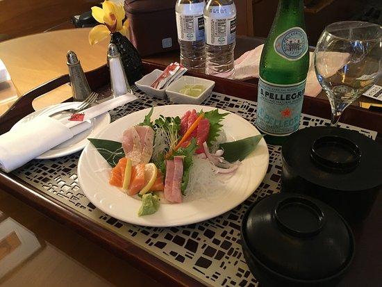 Miyako Hybrid Hotel: ルームサービス 刺身定食