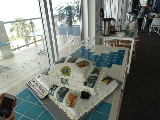 Shelly Beach, Australia: Cake with balcony and ocean view in background
