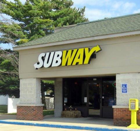 Kentland, IN: front of & entrance to Subway