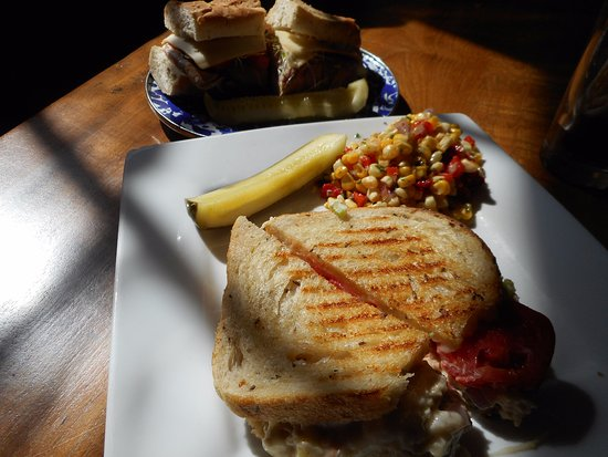 Southfield, MA: Tuna melt lunch special
