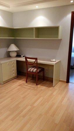 Norfolk Mansion Saigon: 2 bedroom apartment - desk area