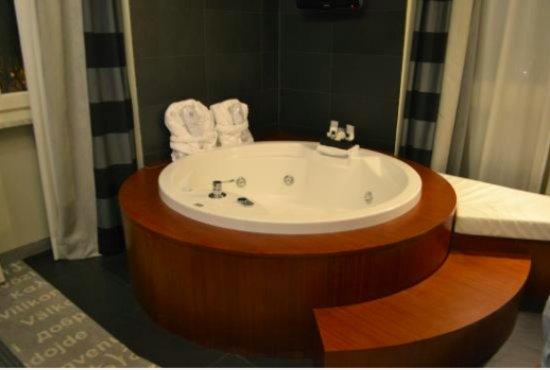 Hotel Metropolis - Chateaux & Hotels Collection: Jacuzzi en la habitación