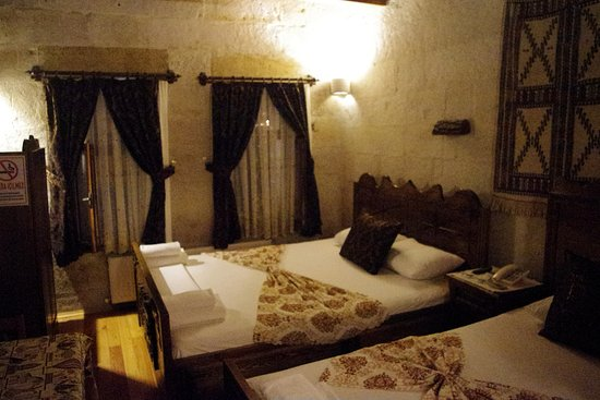 Safran Cave Hotel: quadruple room